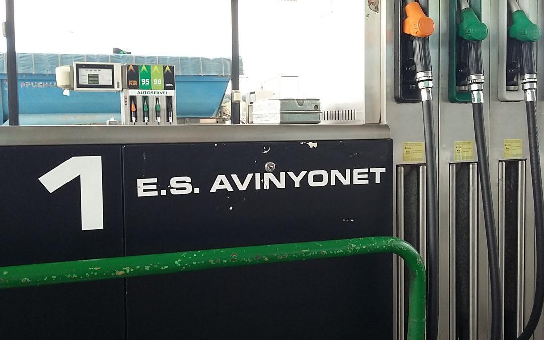 Servicios Avinyonet: gasoil, tienda y restaurante