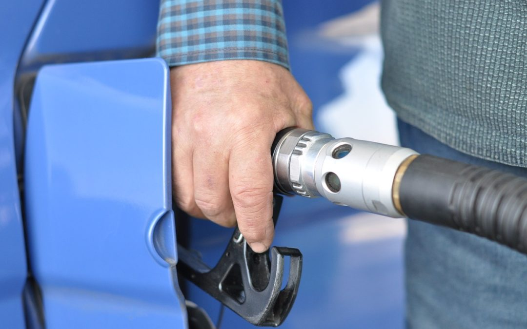 7 trucos para ahorrar combustible al repostar